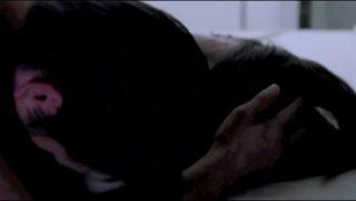 熊切あさ美 『再会 禁じられた大人の恋』でのセミヌード濡れ場シーン2